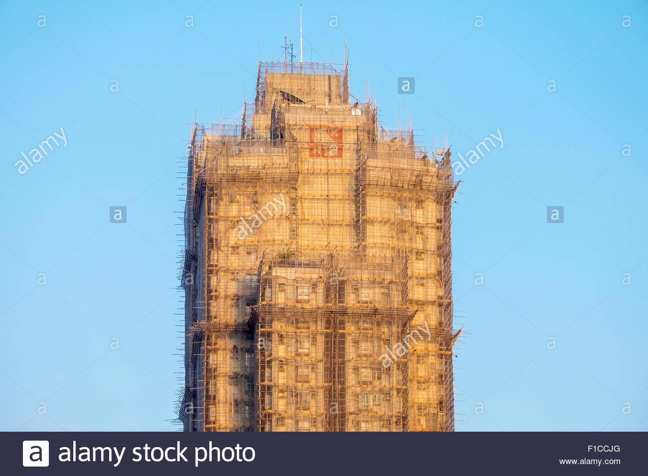 Skyscraper covered with bamboo scaffolding, Wong Tai Sin district, Kowloon, Hong Kong, China - Stock Image