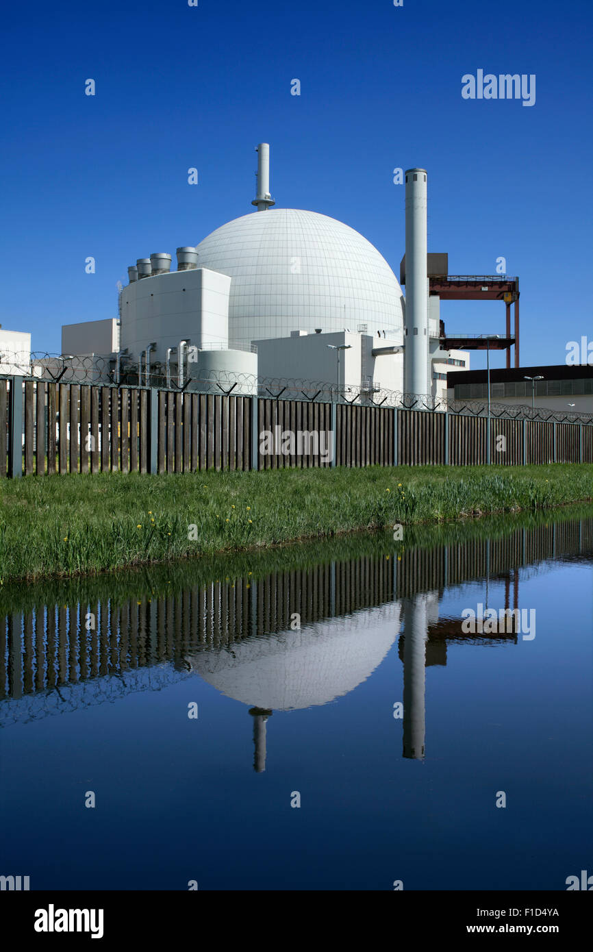 Brokdorf nuclear power station, Schleswig-Holstein, Germany. The white dome contains a Pressurised Water Reactor - Stock Image