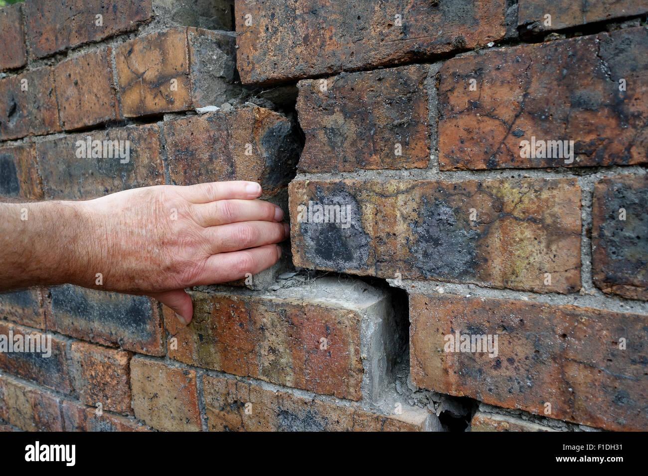 Old brick wall subsidence crack cracks subsiding walls - Stock Image