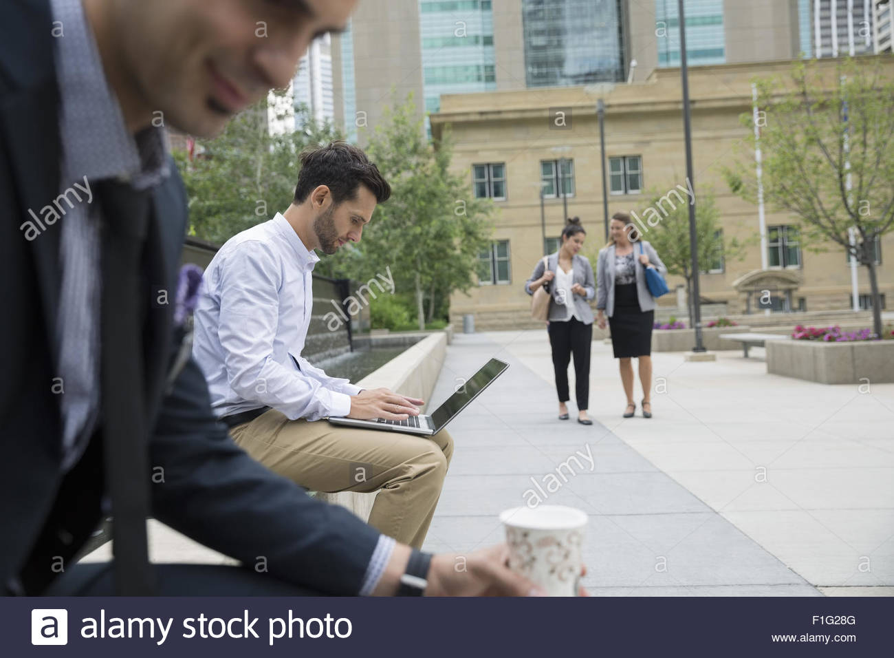 Business people in urban park - Stock Image