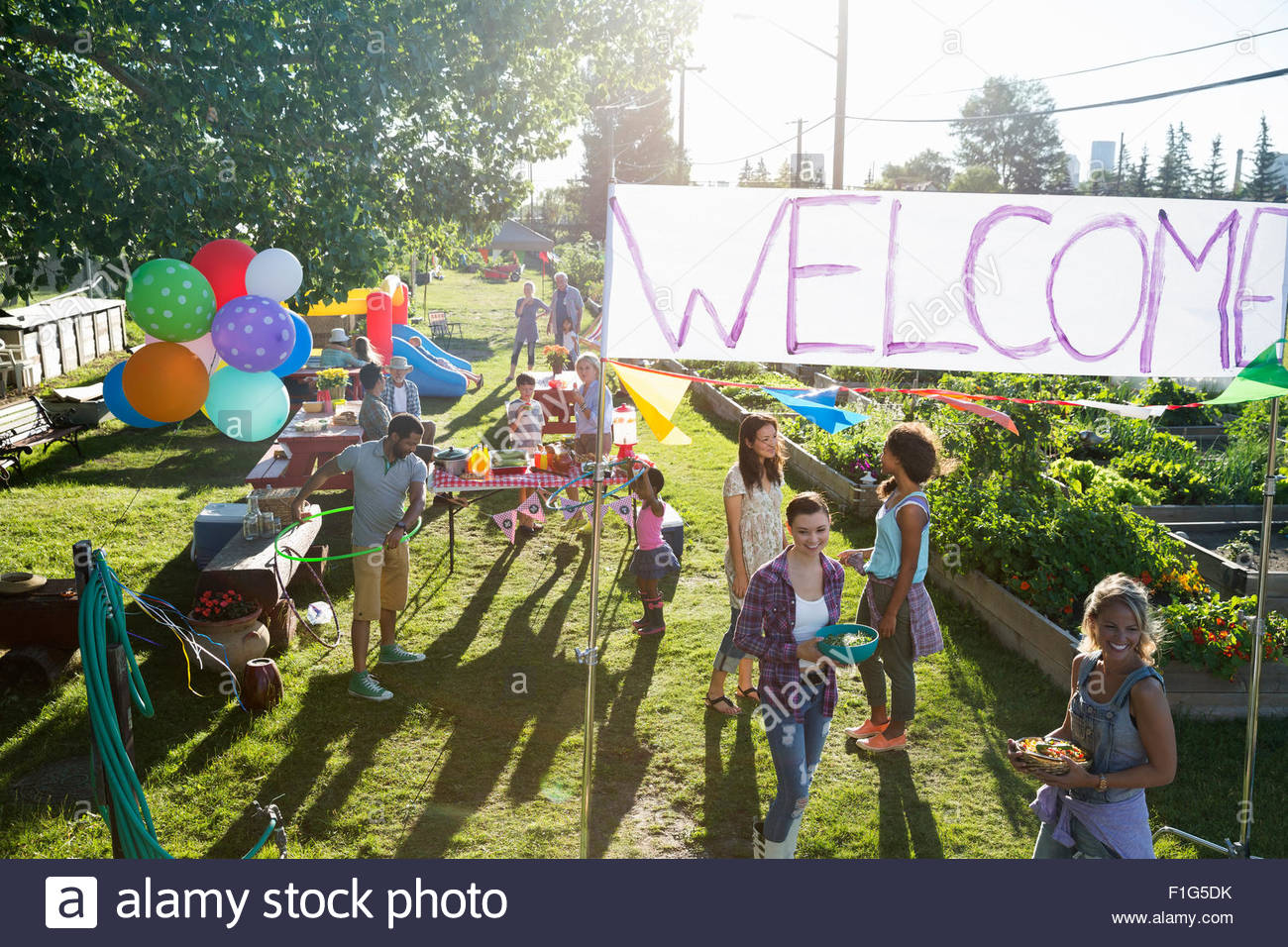 Neighbors enjoying party in sunny park - Stock Image