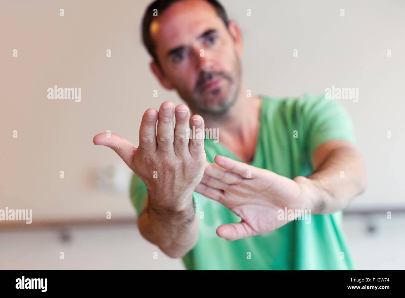 Man practicing t'ai chi - Stock Image