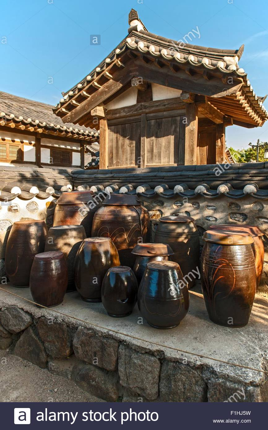 Traditional Kimchi pots at the Hangok open air museum in Seoul, South Korea - Stock Image