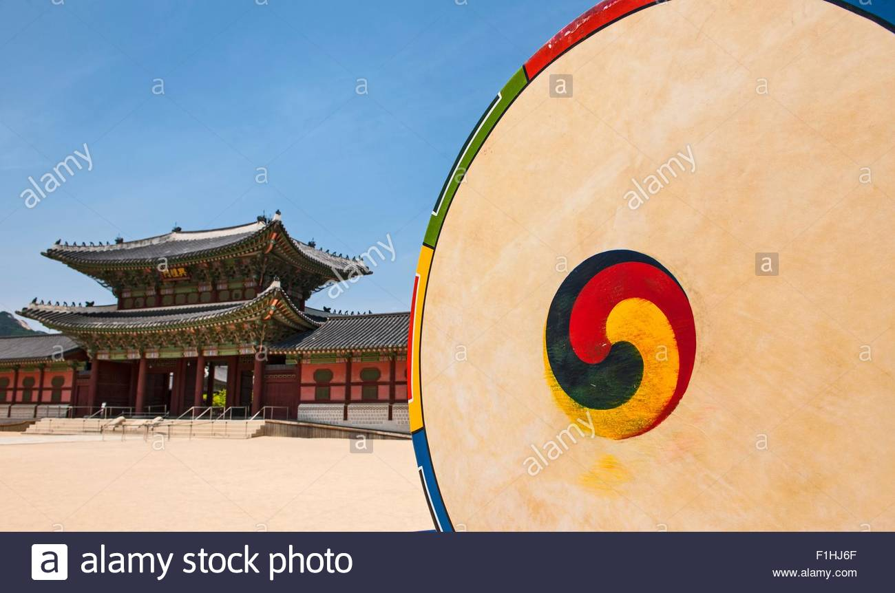 Korean drum at the entrance of Gyeongbok Palace in Seoul, South Korea - Stock Image
