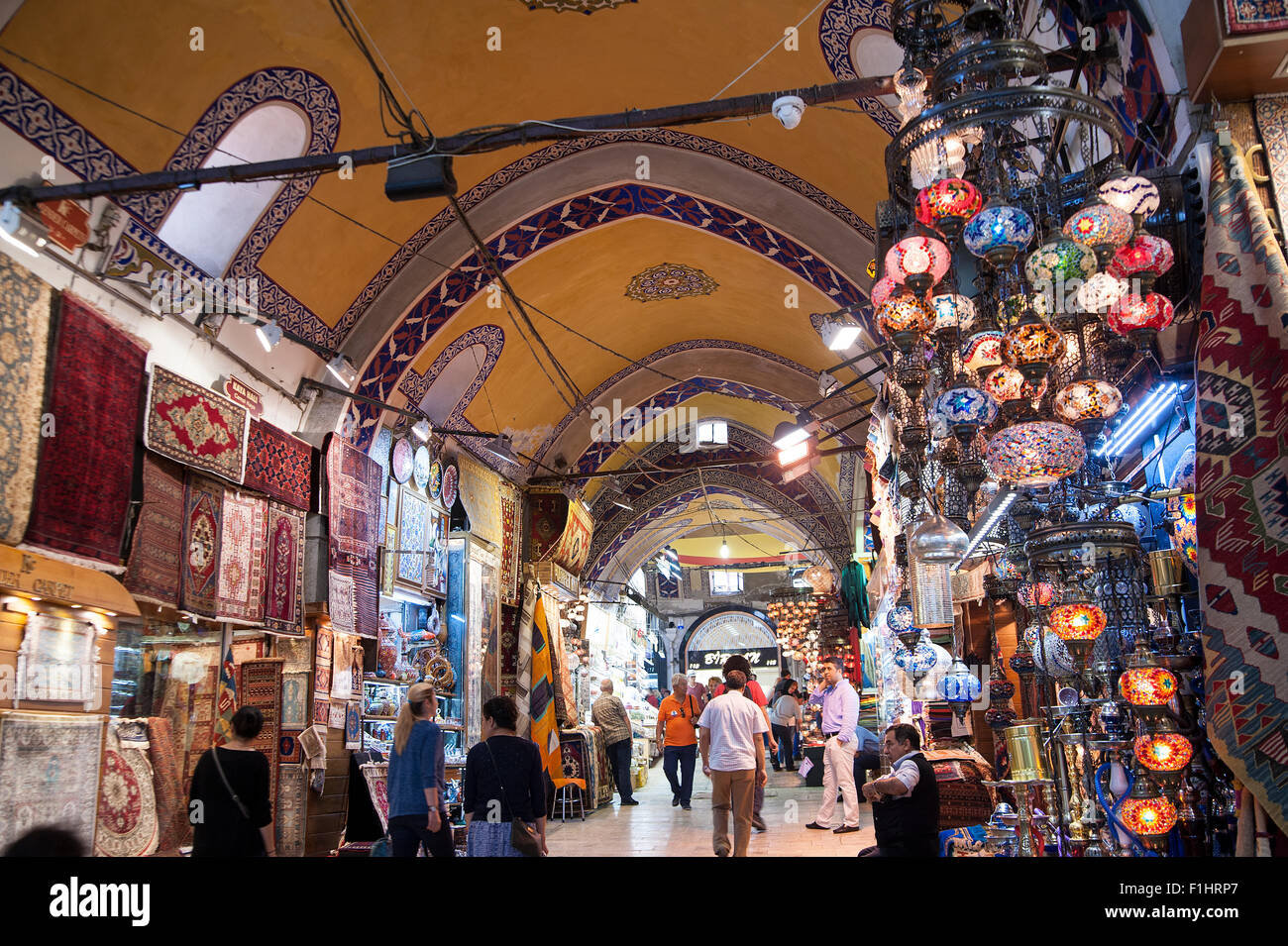 TURKEY, ISTANBUL: The Grand Bazaar (Kapalıçarşı) in Istanbul is one of the largest covered markets in the world - Stock Image