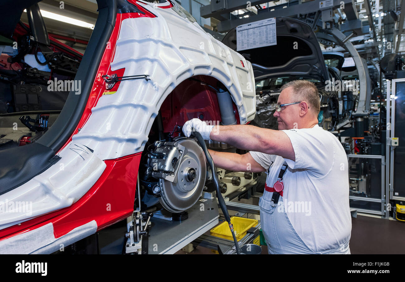 Audi technician assembling an Audi A6 on the production line, Audi factory in Neckarsulm, Baden-Württemberg, - Stock Image