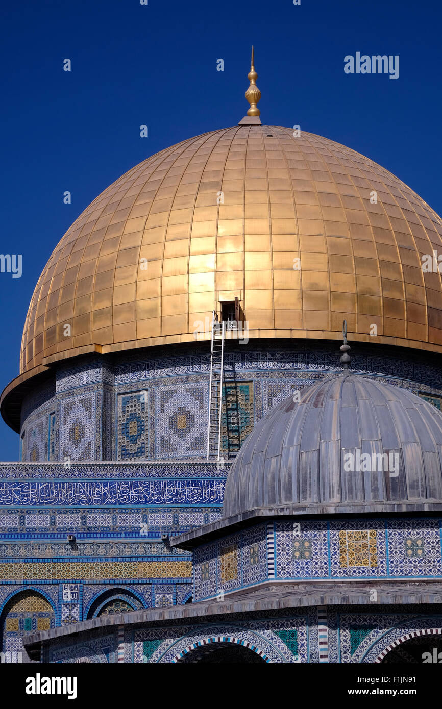 The gilded Islamic shrine Haram al Sharif or Dome of the Rock mosque at the Temple Mount in the old city East Jerusalem - Stock Image
