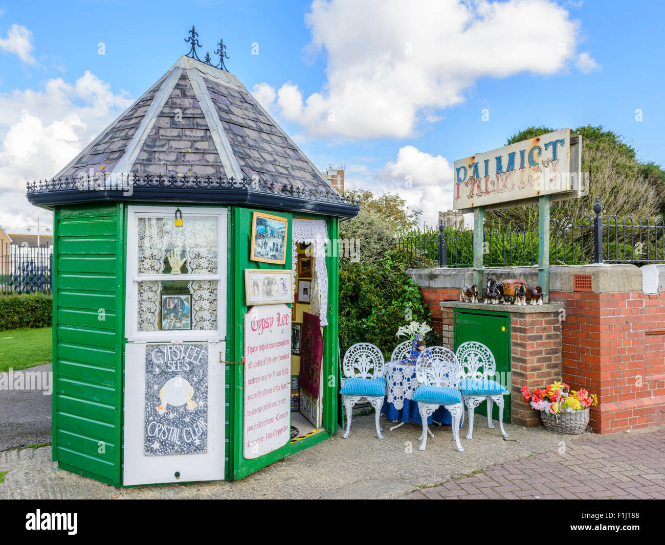 A Palmist's hut belonging to Gypsy Lee - A local Palmist by the toilets on the seafront in Bognor Regis, West - Stock Image