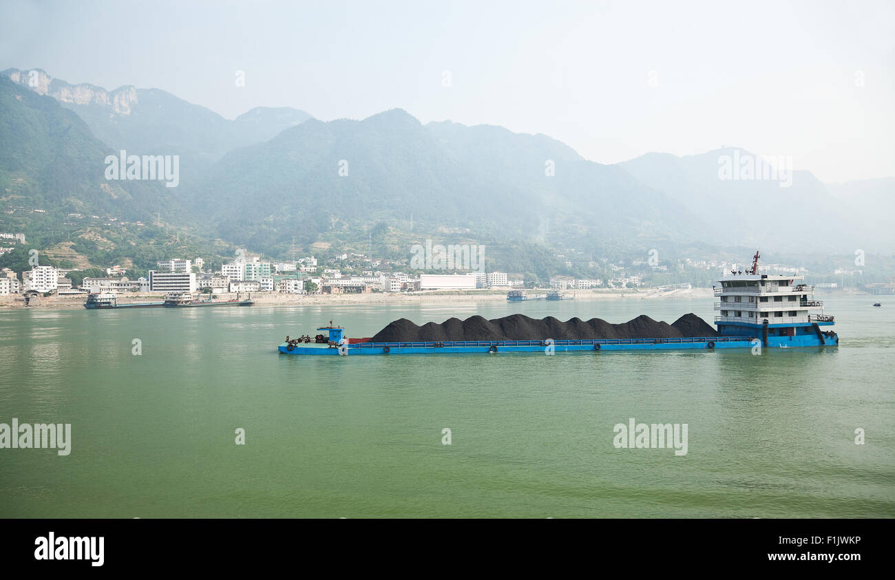 Coal barge sailing along the Yangtze river in China - Stock Image