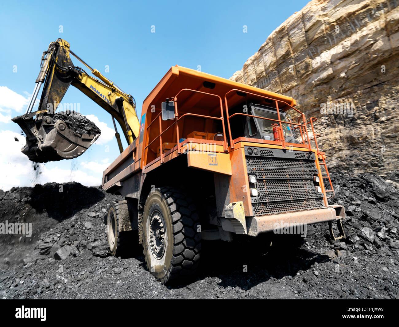 Loading coal from coal pit, Palesa Coal Mine Stock Photo