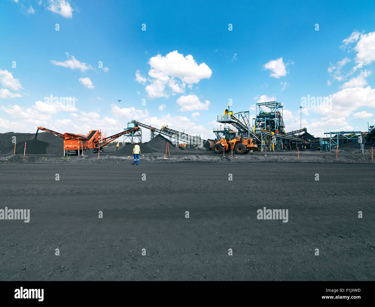 Sorting and grading the coal for collection, Palesa Coal Mine - Stock Image
