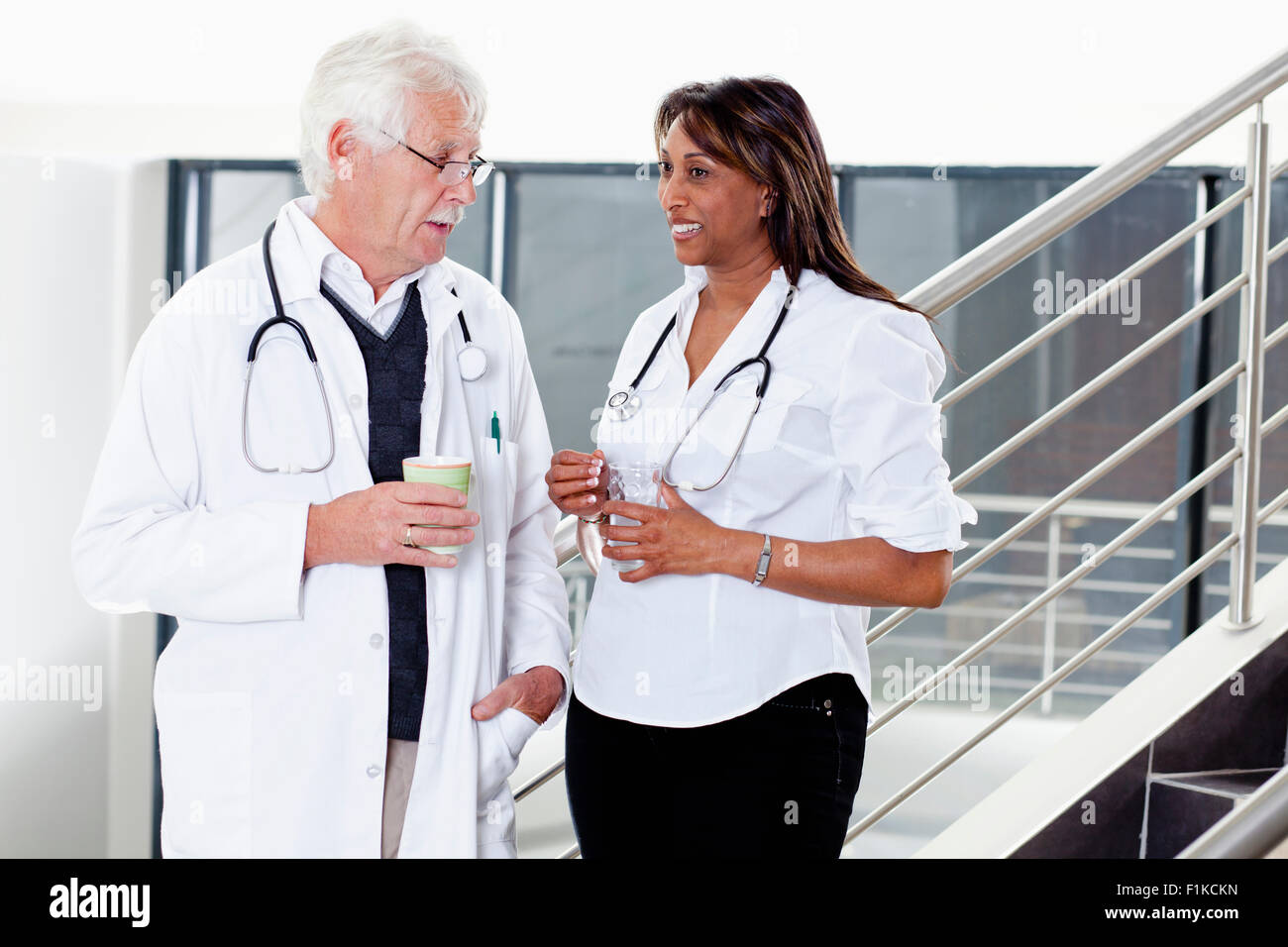 Two doctors talking - Stock Image