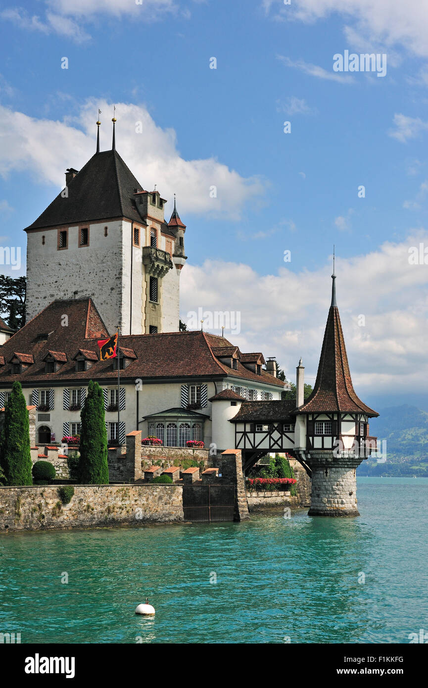 The water castle Schloss Oberhofen along the Tunersee / Lake Thun in the Bernese Alps, Switzerland - Stock Image