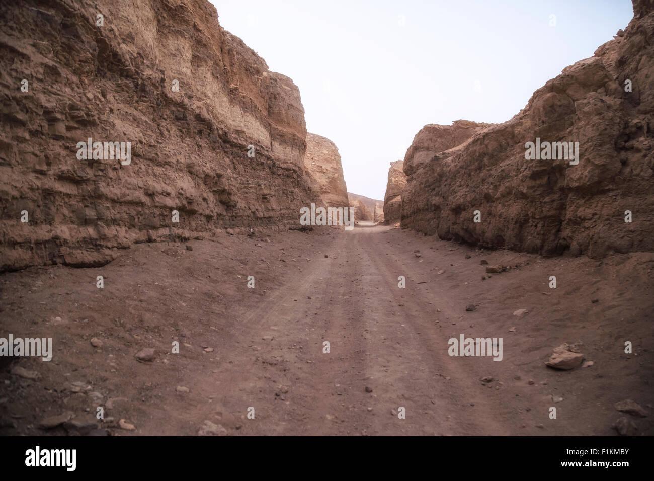 road through the desert near Safaga, Egypt, Africa - Stock Image