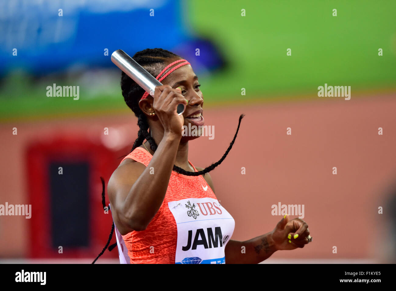 Zurich, Switzerland, 03rd Sep, 2015. Final runner Shelly-Ann Fraser-Pryce (JAM) holds up the baton after Jamaica's - Stock Image