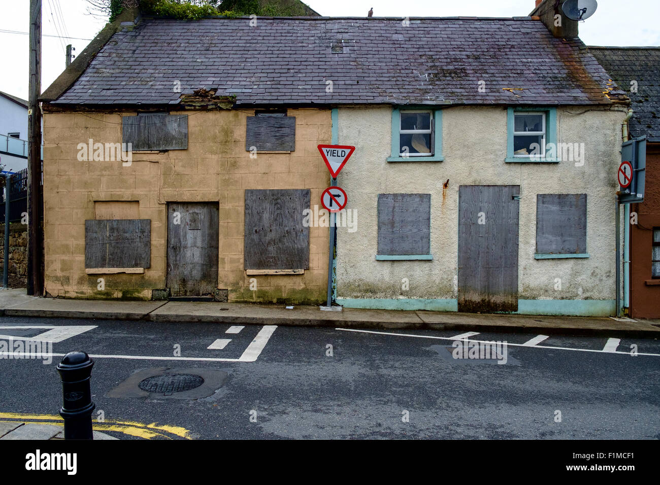 derelict closed boarded bricked up house houses uk - Stock Image
