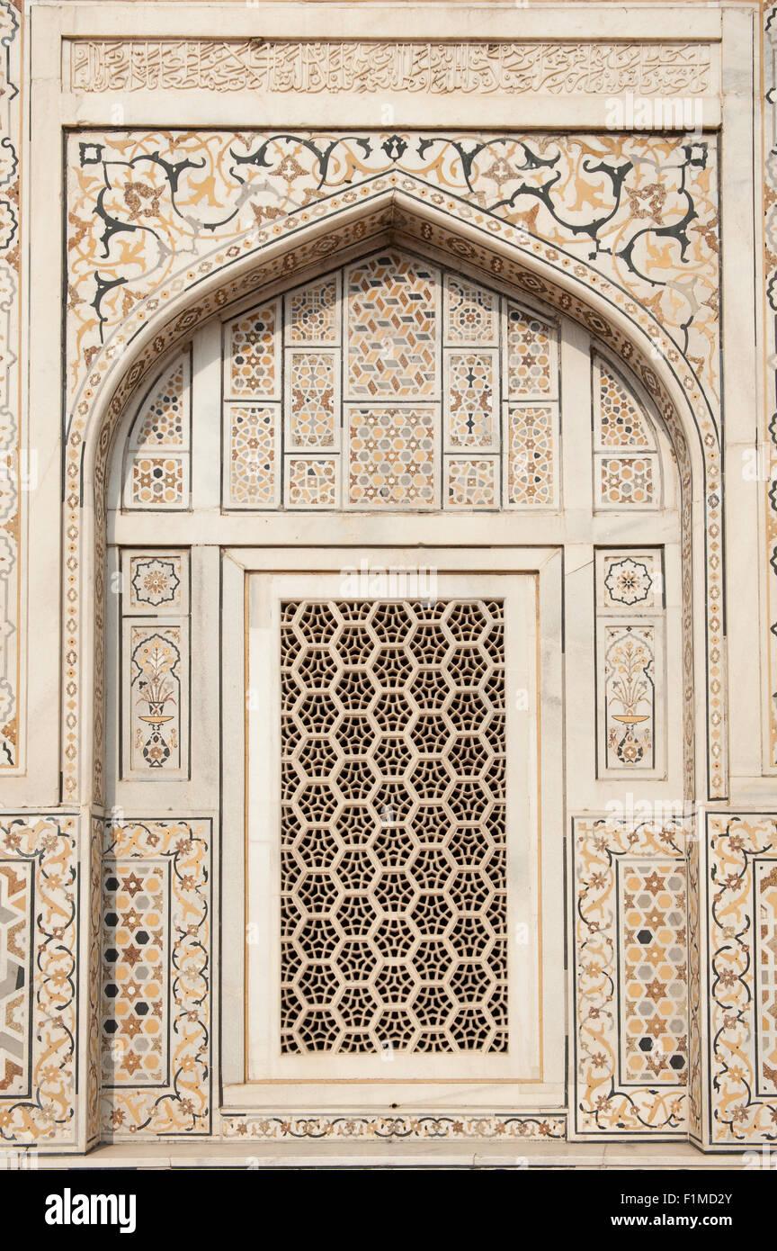 Agra, Utar Pradesh, India. Baby Taj. Lattice carved window with pietra dura (parchin kari) inlay and marble. Stock Photo