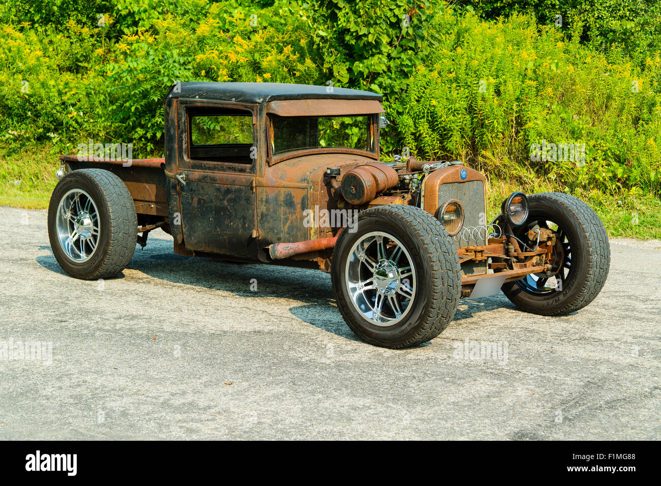 1940 1930 Stock Photos Images Alamy Plymouth Wiring Diagram Sedan Rat Rod On Pavement Image