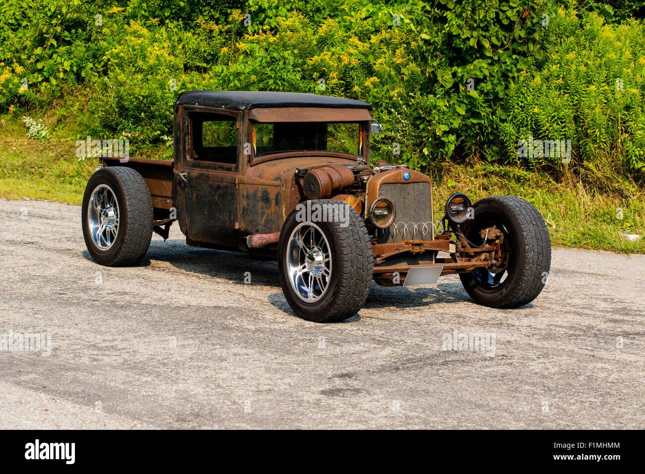 1940 1930 Stock Photos Images Alamy Plymouth Wiring Diagram Sedan Rat Rod On Pavement Image