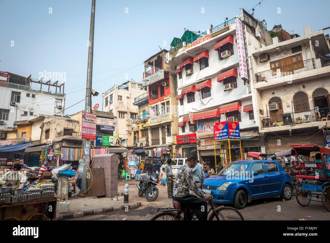 Busy street market near Main Bazaar in the Paharganj District of New Delhi, India - Stock Image