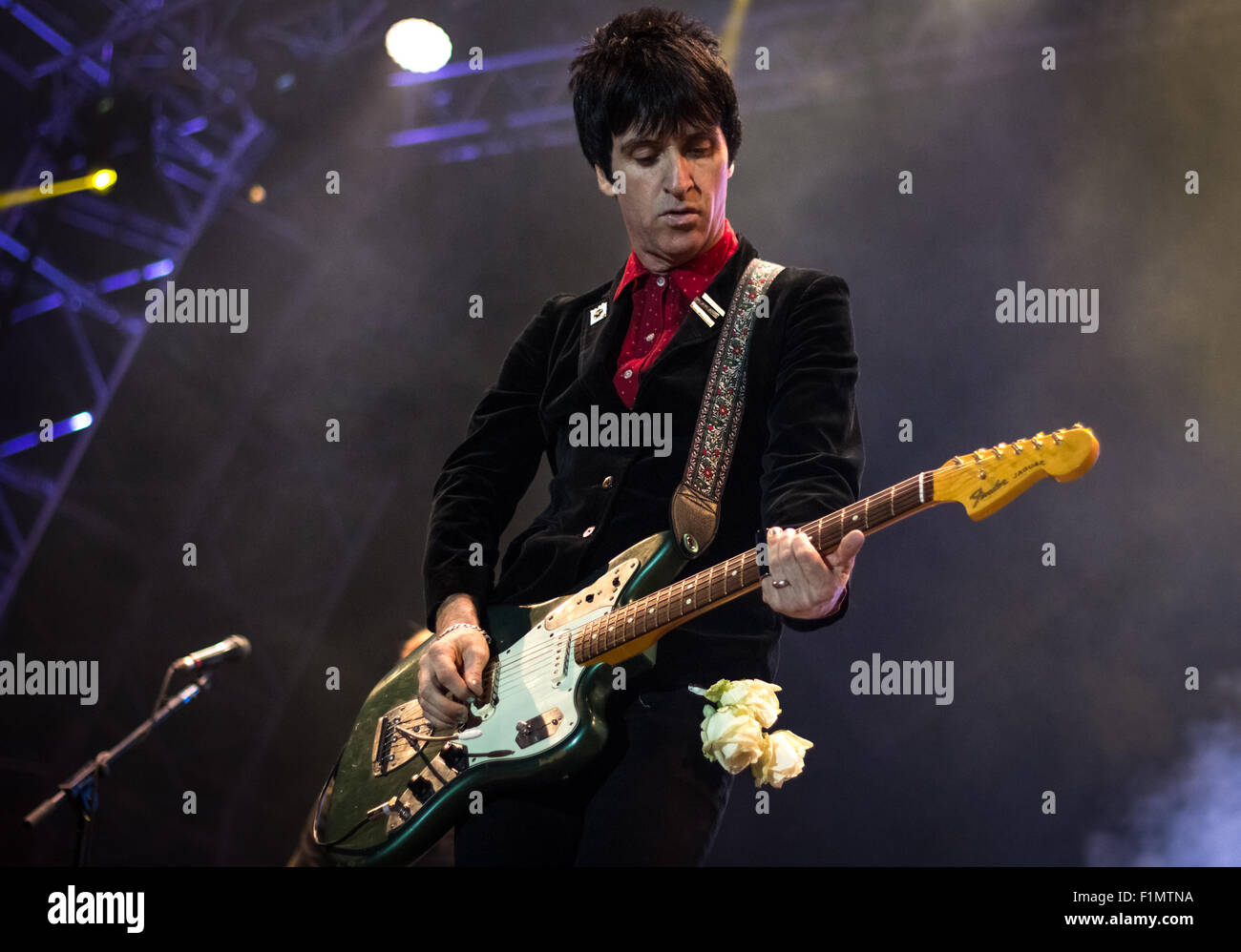 Johnny Marr playing guitar at Victorious Festival 2015. - Stock Image