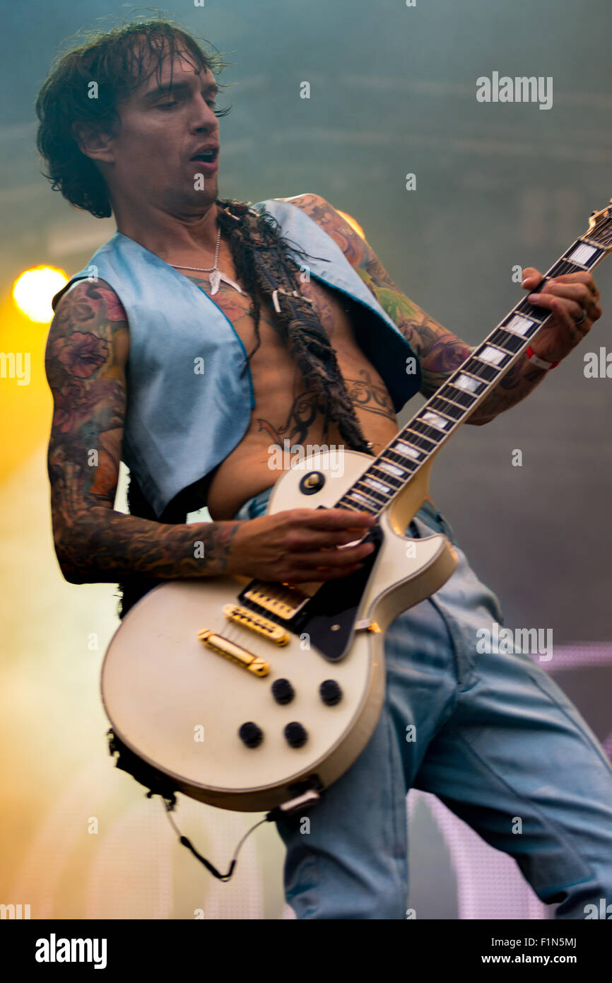The Darkness rocking the crowds Live at Victorious Festival 2015 - Stock Image