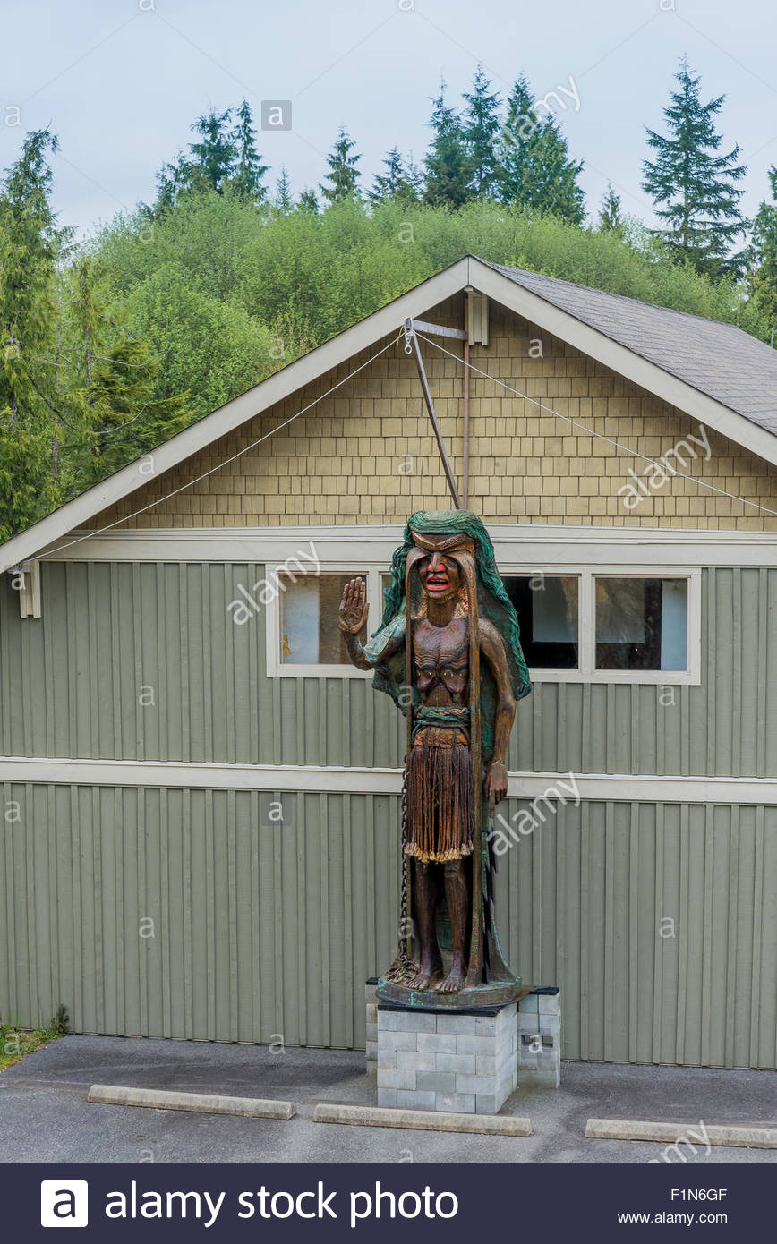 Weeping Cedar Woman carving by artist Godfrey Stephens, Tofino Community Hall, Tofino, British Columbia, Canada - Stock Image