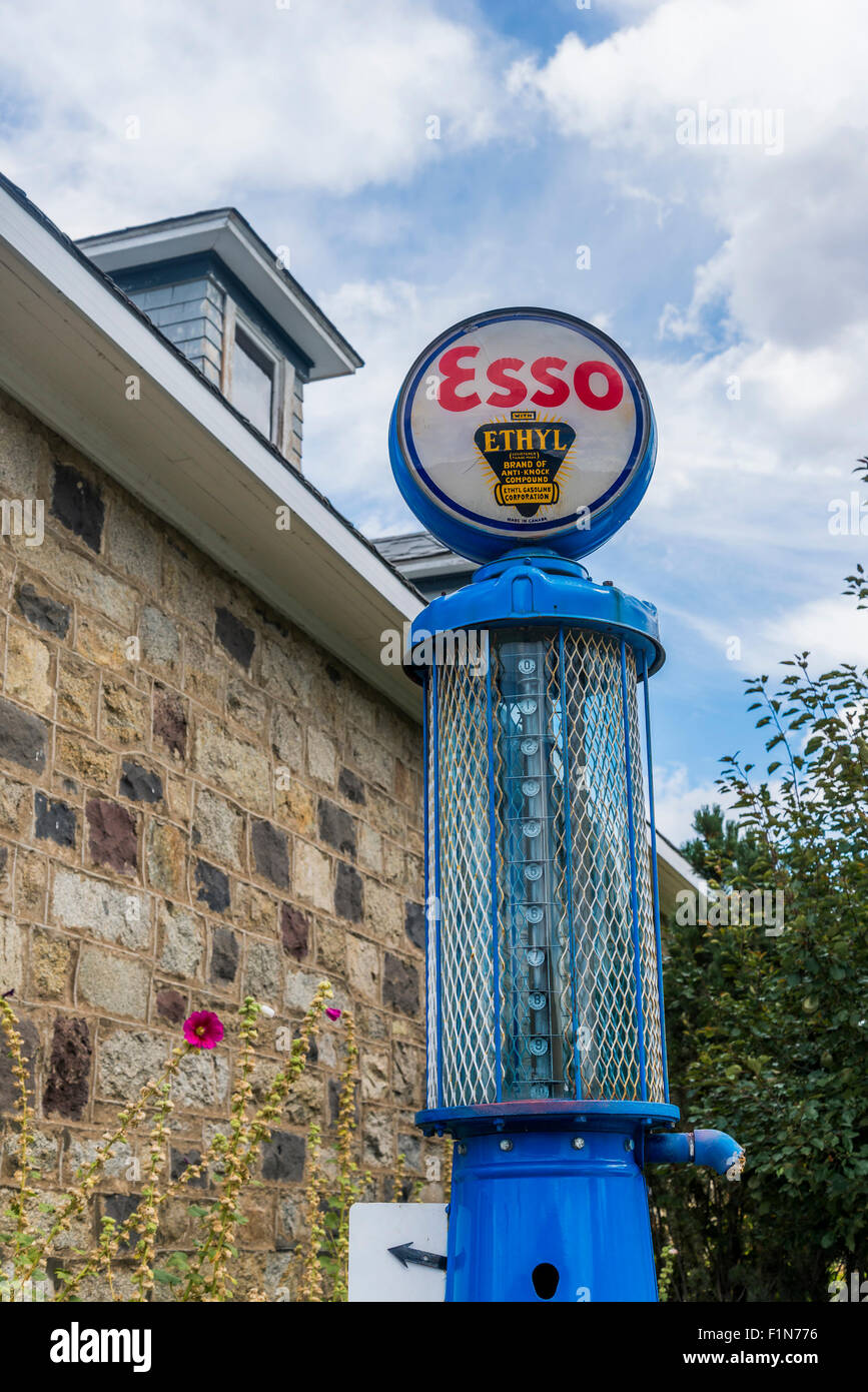Vintage Esso Ethyl gas pump - Stock Image