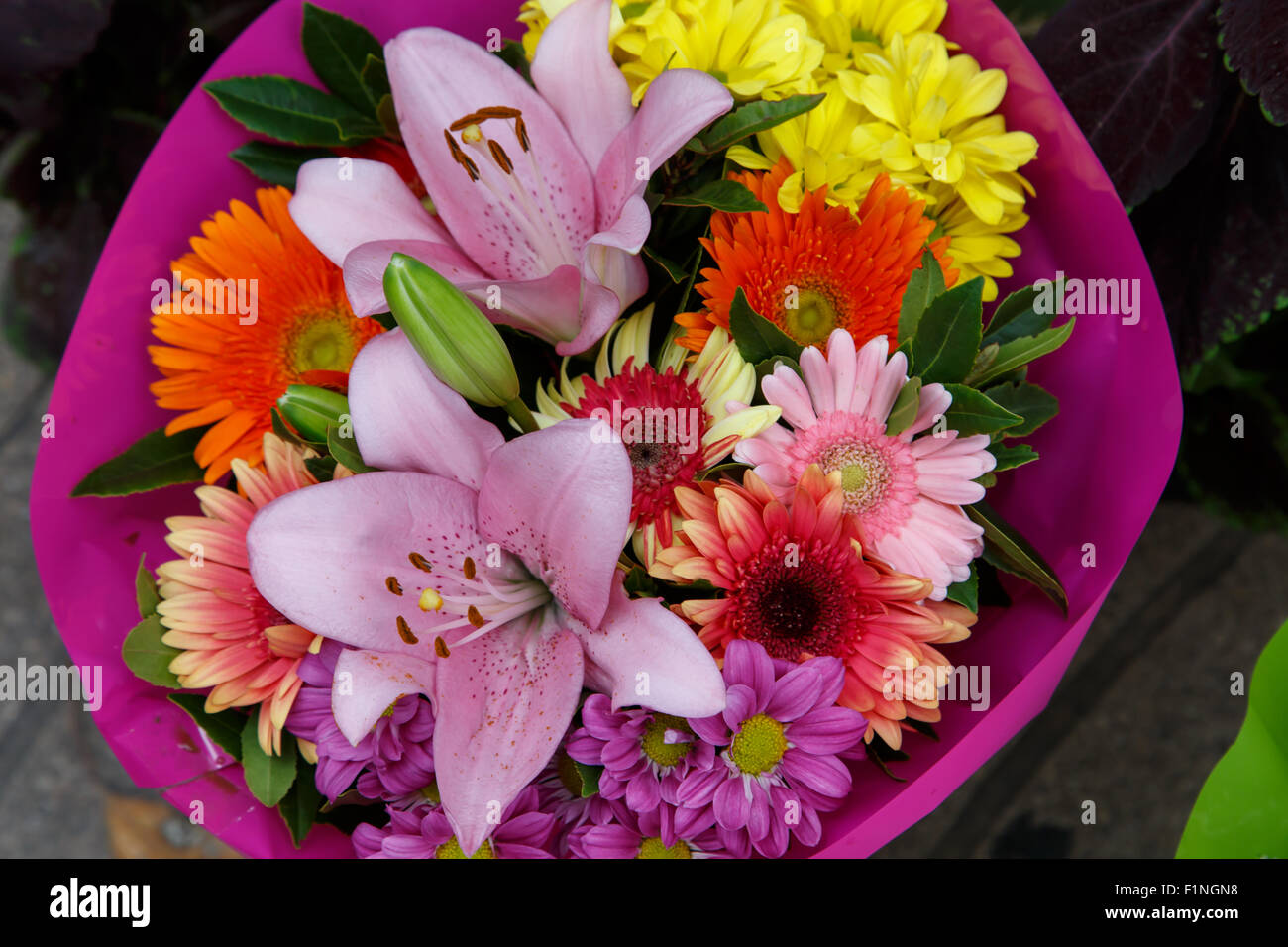 flowers bouquet arrange for decoration in home - Stock Image