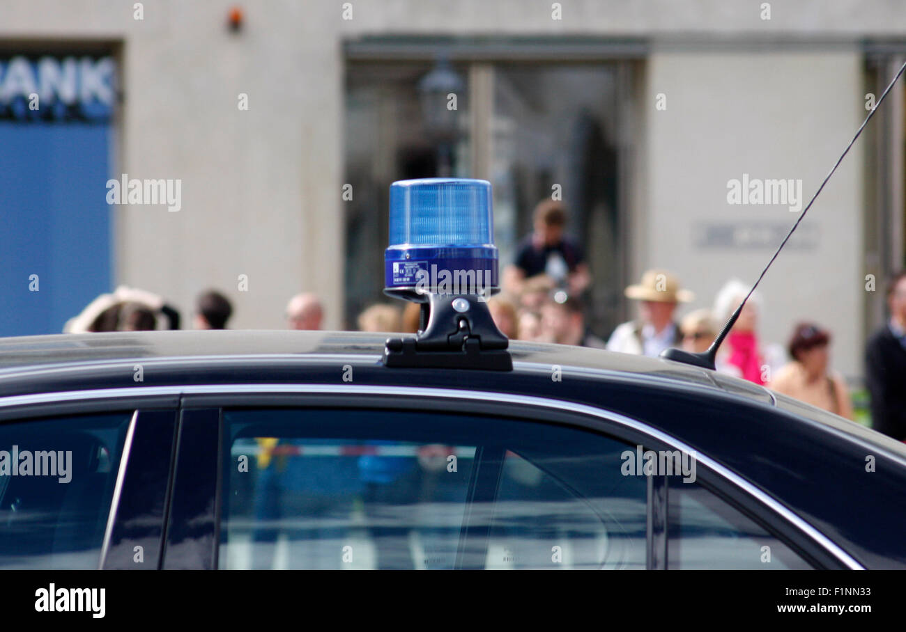 Blaulicht auf einer Politiker-Limousine, Berlin. - Stock Image
