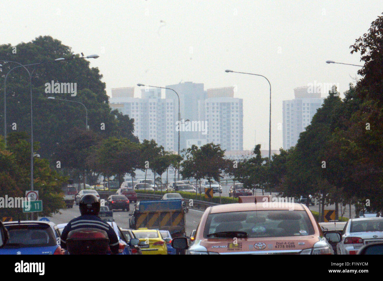 (150905) -- SINGAPORE, Sept. 5, 2015 (Xinhua) -- Haze covers Singapore's Toa Payoh and Bishan districts, Sept. - Stock Image