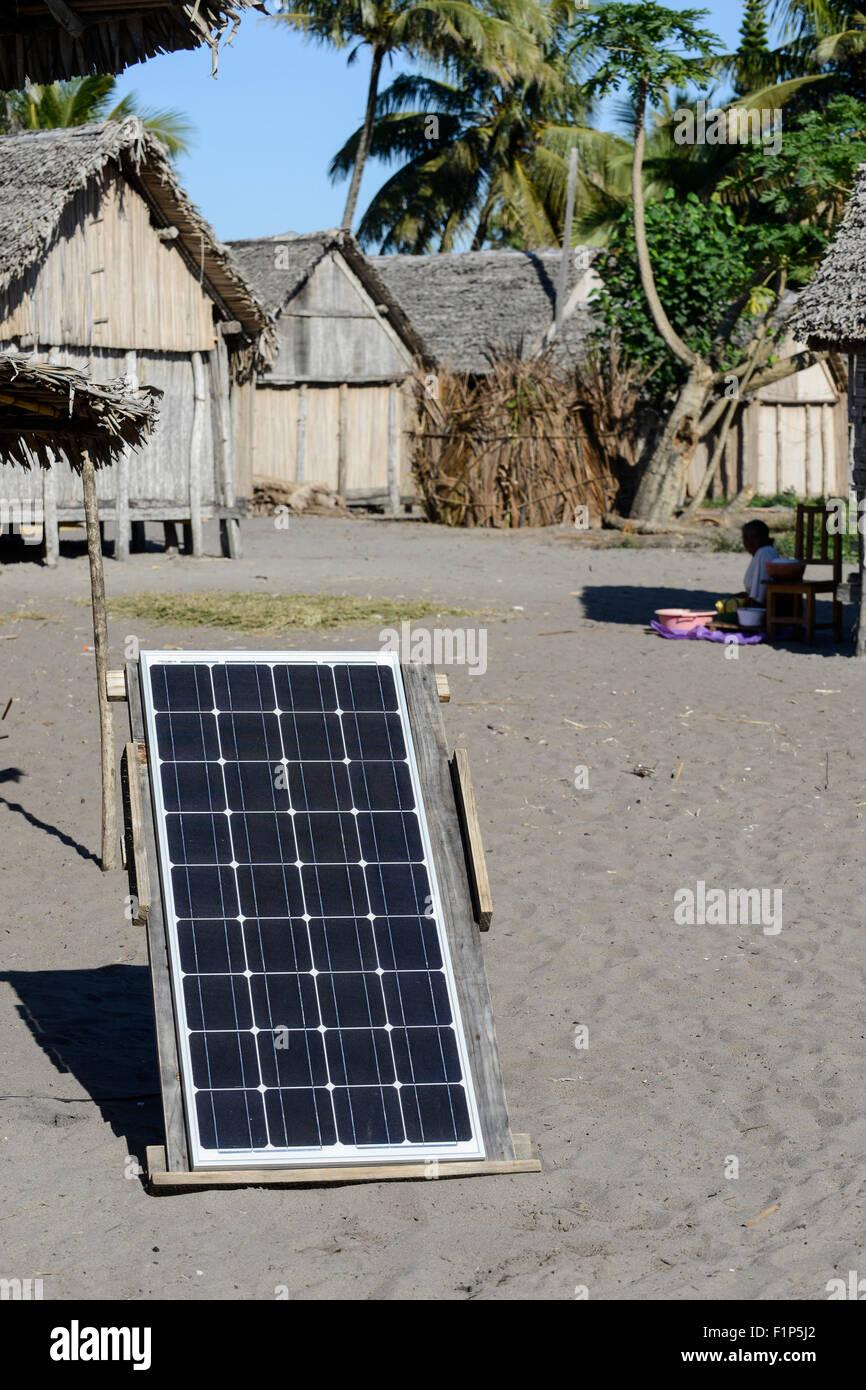 MADAGASCAR, Mananjary region, village AMBOHITSARA, hut with solar home system / MADAGASKAR Mananjary, Dorf AMBOHITSARA, - Stock Image