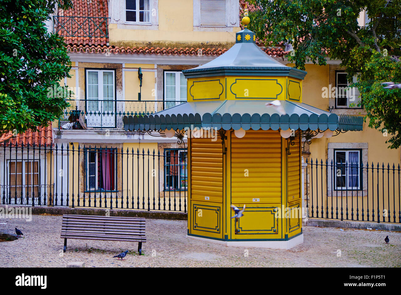 Portugal, Lisbon kiosk on the Alfama neighbourhood - Stock Image