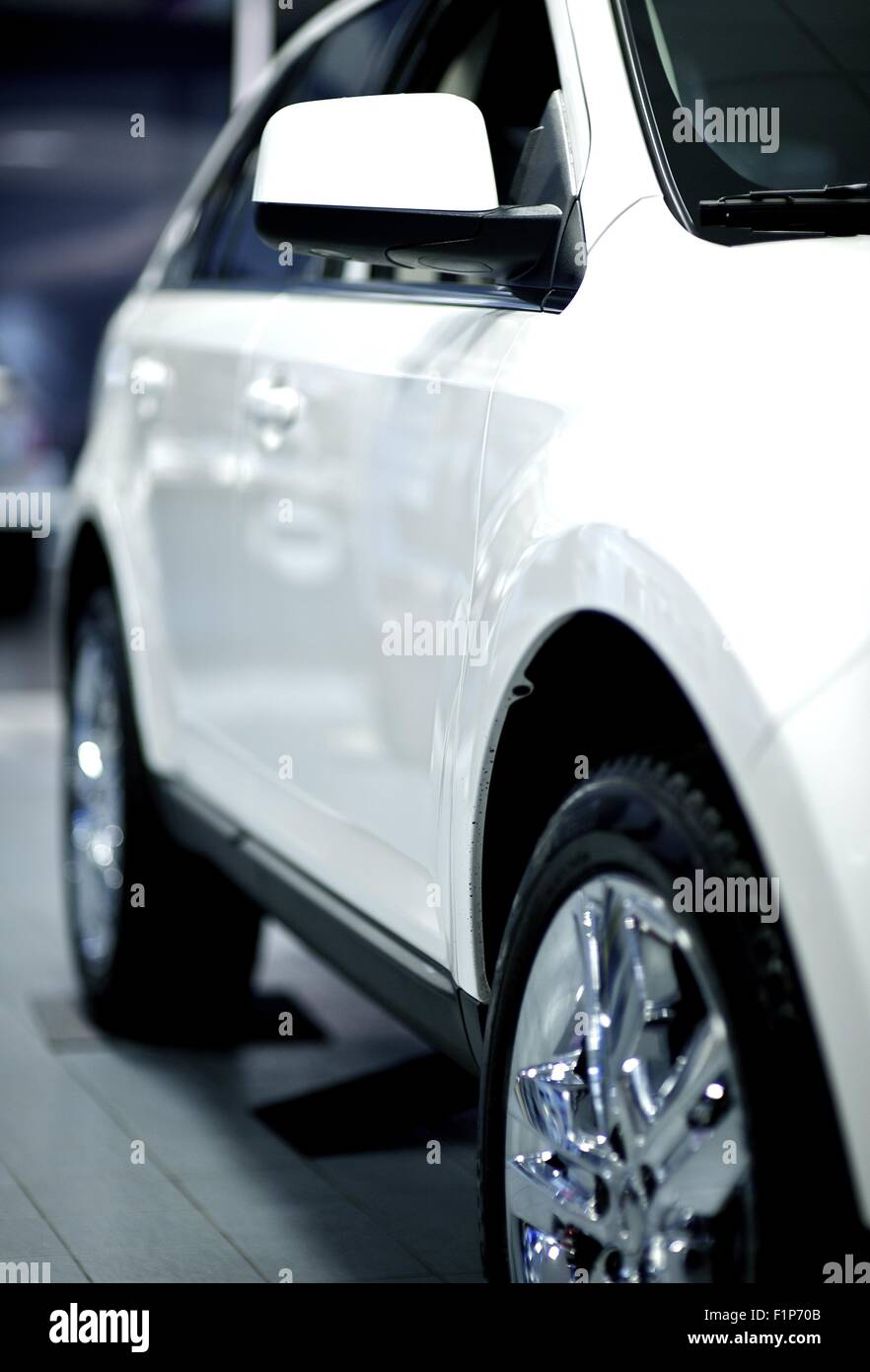 Chrome Car Wheels Stock Photos & Chrome Car Wheels Stock Images - Alamy