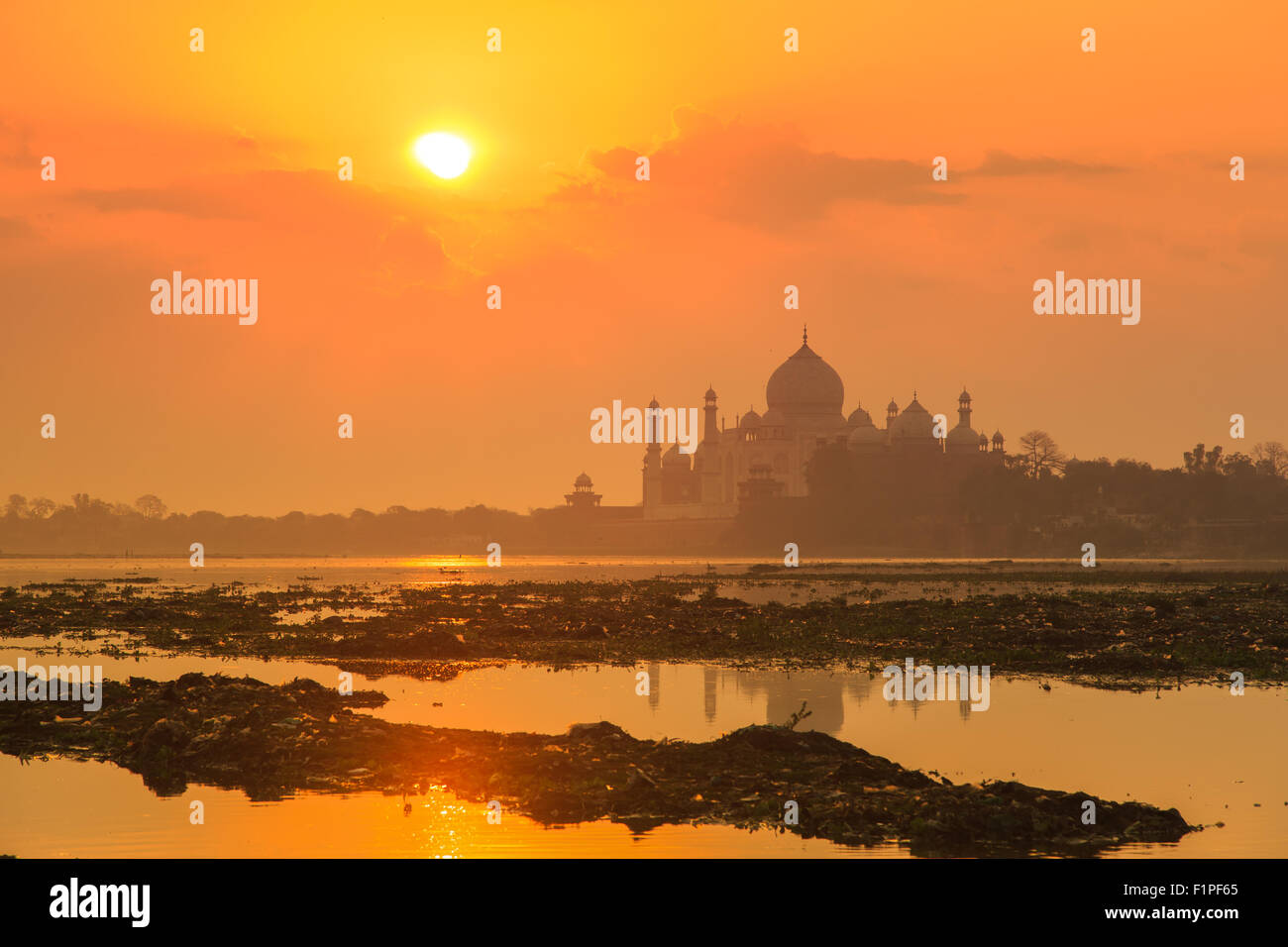 A sunrise view of Taj Mahal in Agra, India. - Stock Image