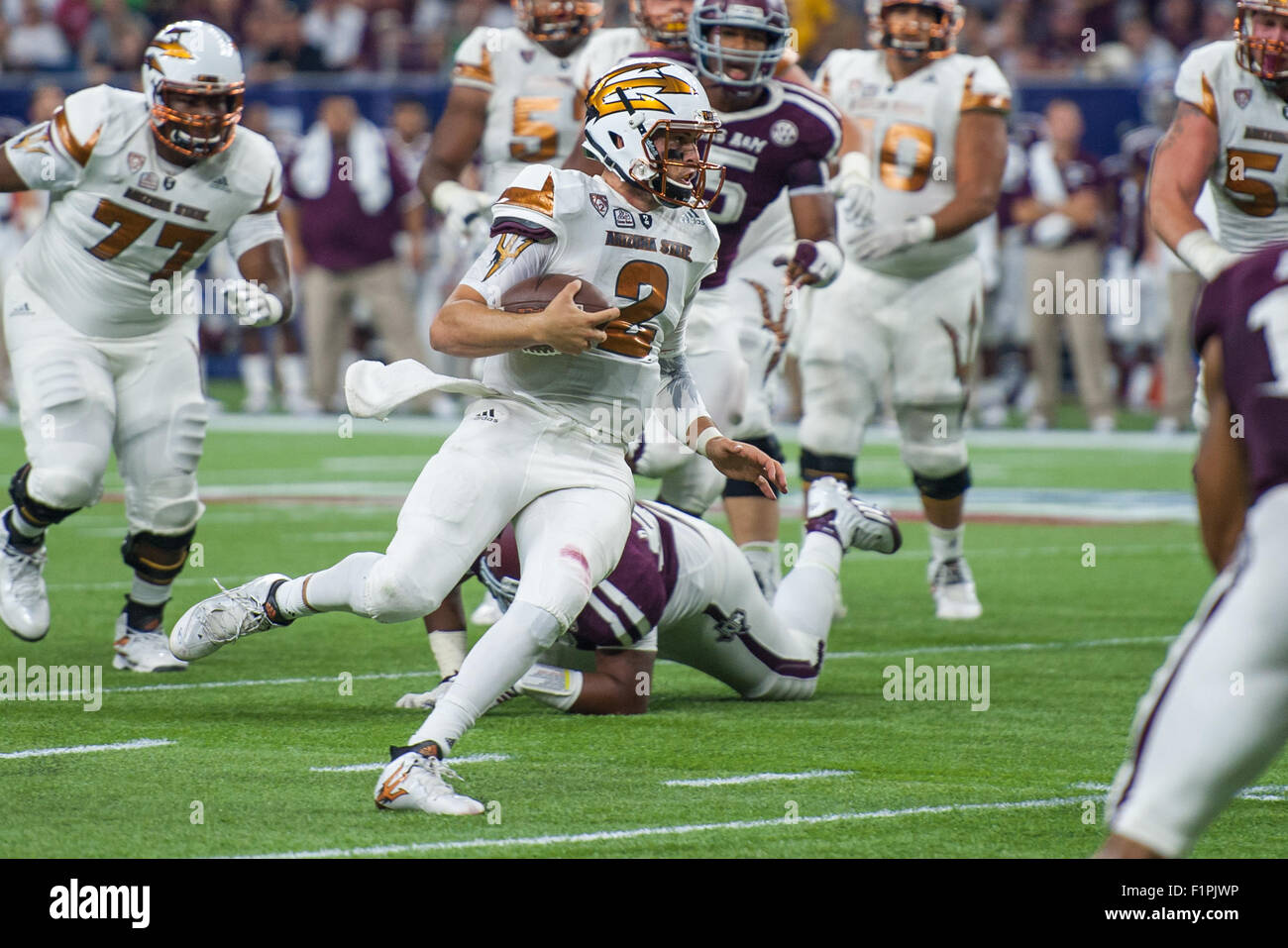 September 5, 2015: Arizona State Sun Devils quarterback Mike Bercovici (2) rushes for a touchdown during the 2nd - Stock Image