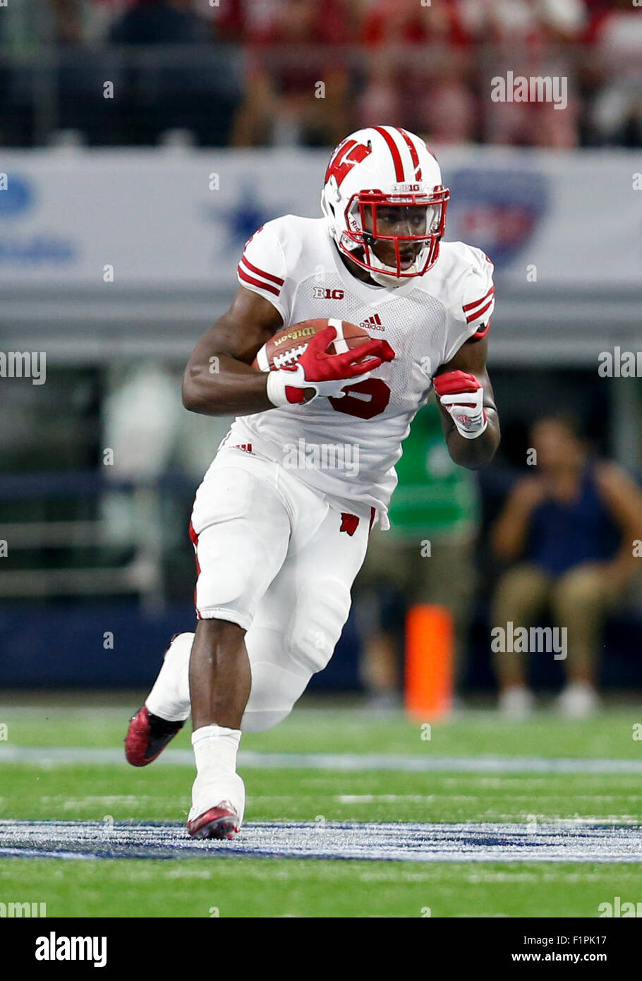 September 5, 2015: Wisconsin Badgers running back Corey Clement (6) carries the ball during the Advocate Classic - Stock Image