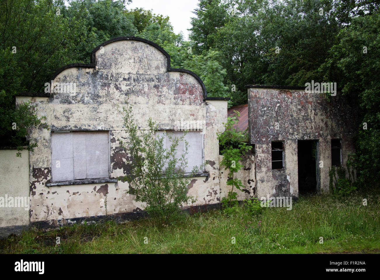 old abandoned roadside shop and building county fermanagh northern ireland - Stock Image