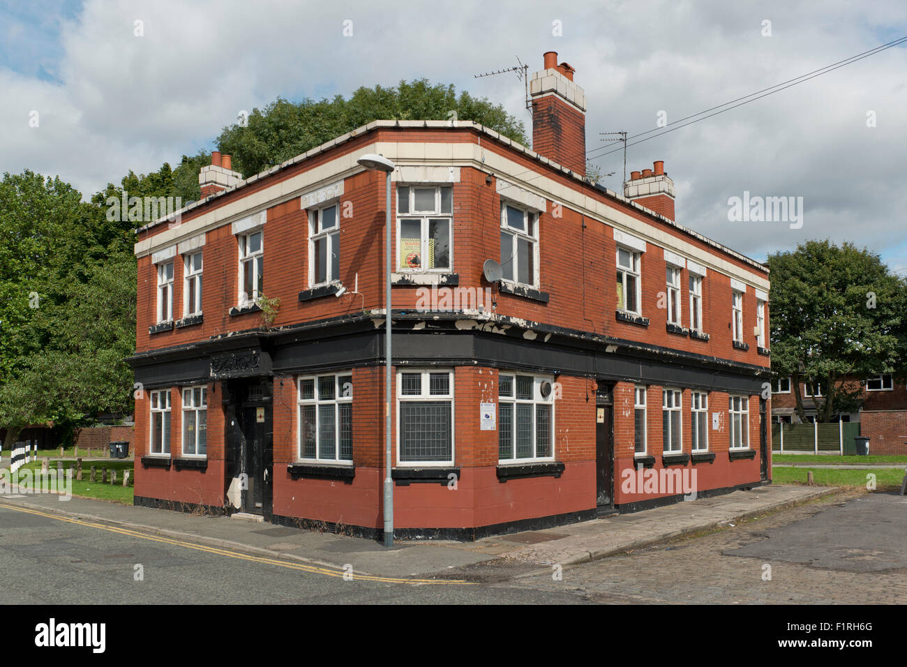 A closed down pub in the Brunswick area of Manchester. - Stock Image