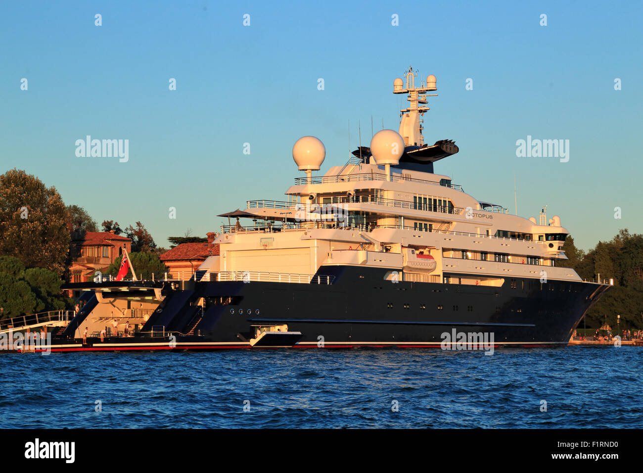 Paul Allen S Yacht Octopus Imo 1007213 Stock Photo 87188220 Alamy