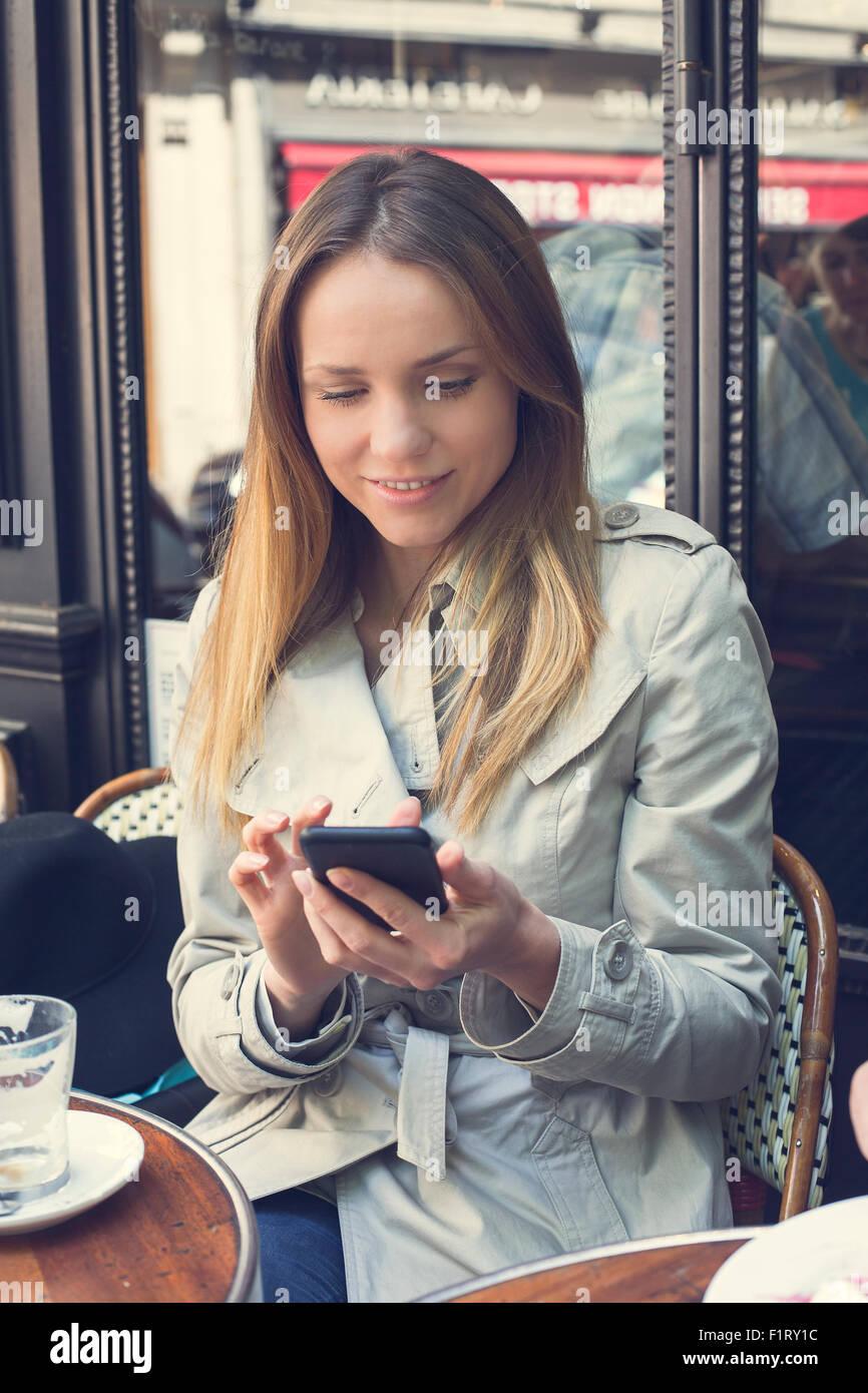 Paris, Woman Text messaging - Stock Image