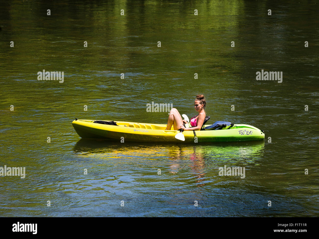 Recreational boating / canoing on the French Broad River in Asheville North Carolina - Stock Image