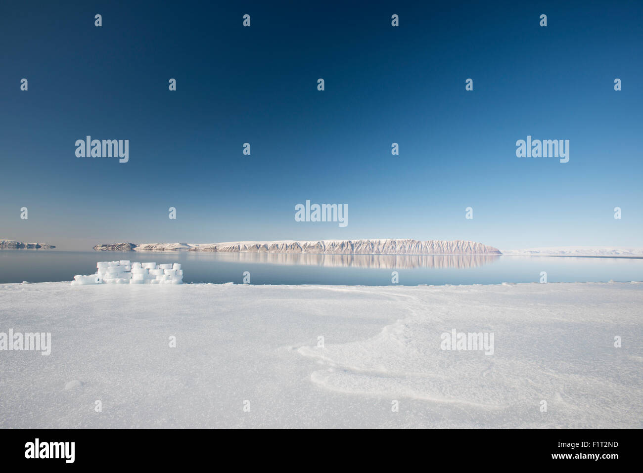 Hunting blind made from ice blocks at the Floe edge, the junction of sea ice and the ocean, Greenland, Denmark - Stock Image