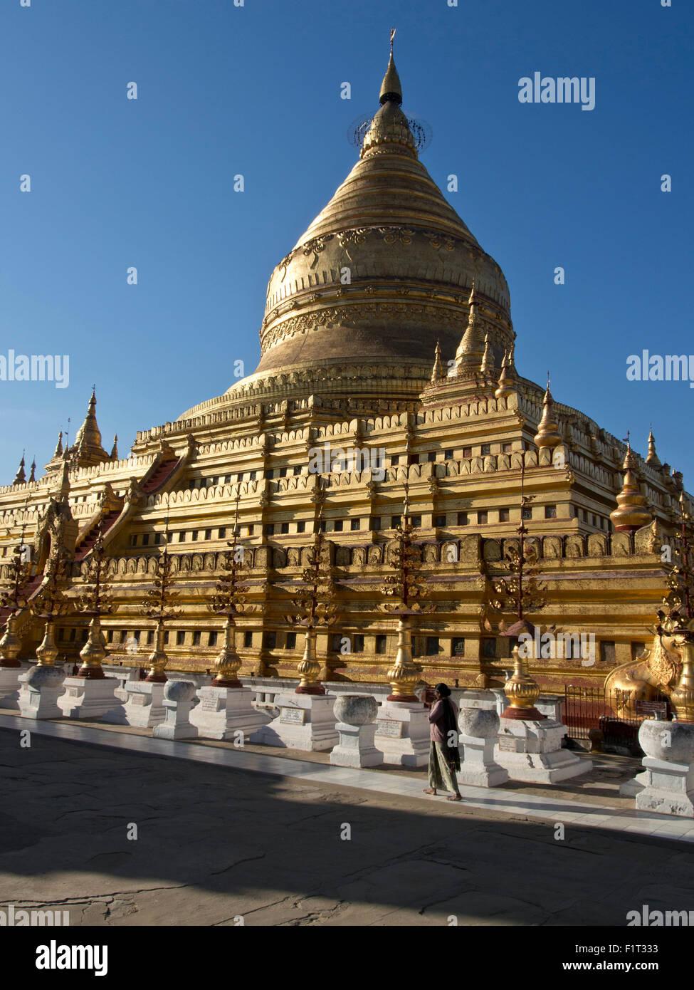 The Shwe Zigon, a Buddhist temple, Nyaung-U, near Bagan (Pagan), Myanmar (Burma), Asia Stock Photo