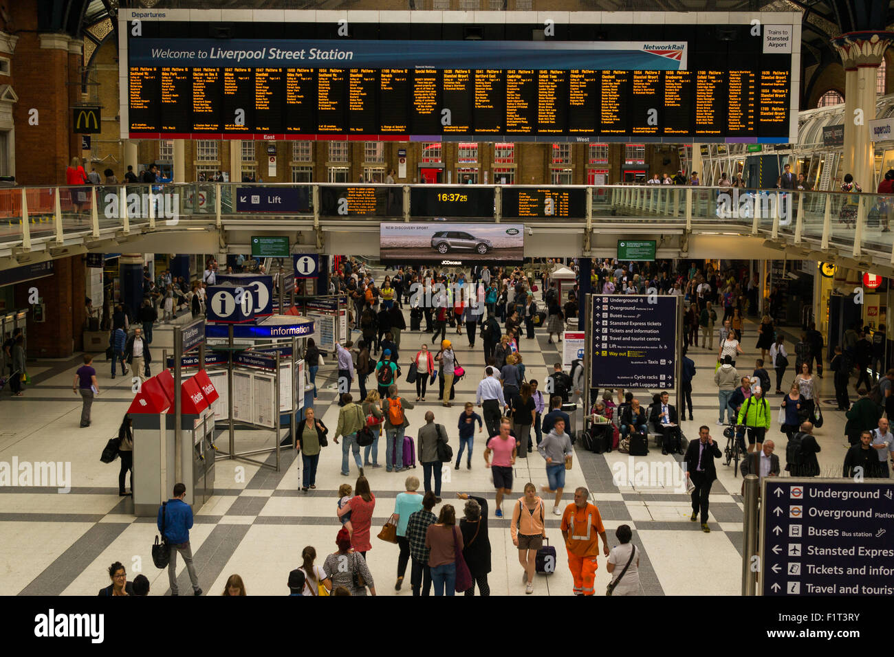 Commuters rush to their trains at the very busy London Liverpool Street Station in August of 2015 - Stock Image