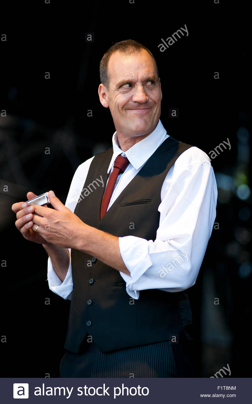 Mountain Men : harmonicist and singer Barefoot Iano performing live Stock Photo