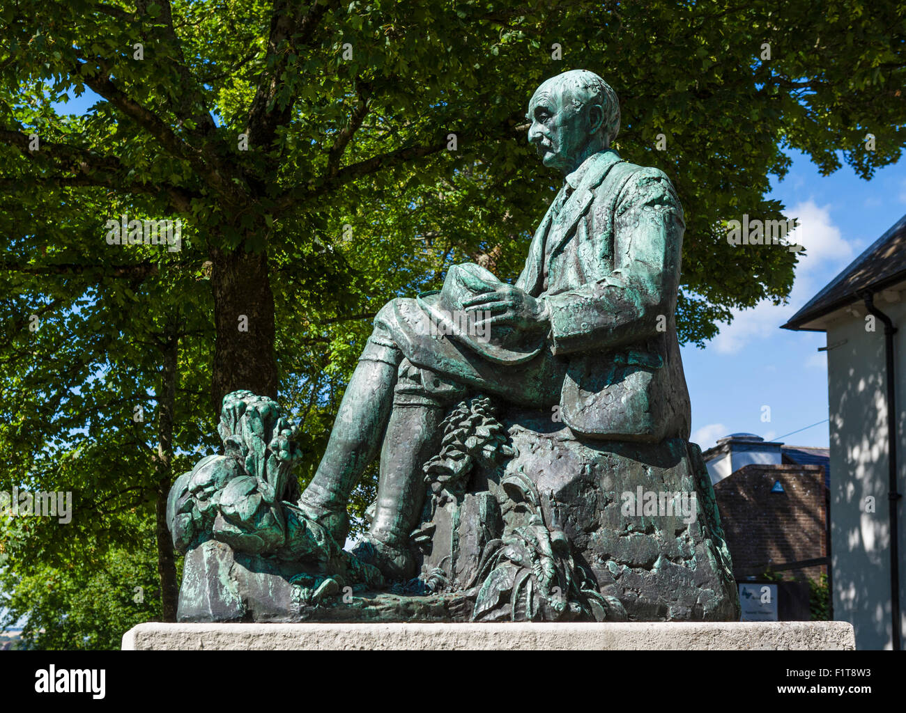 Statue of the writer Thomas Hardy in the town centre, Dorchester, Dorset, England, UK - Stock Image