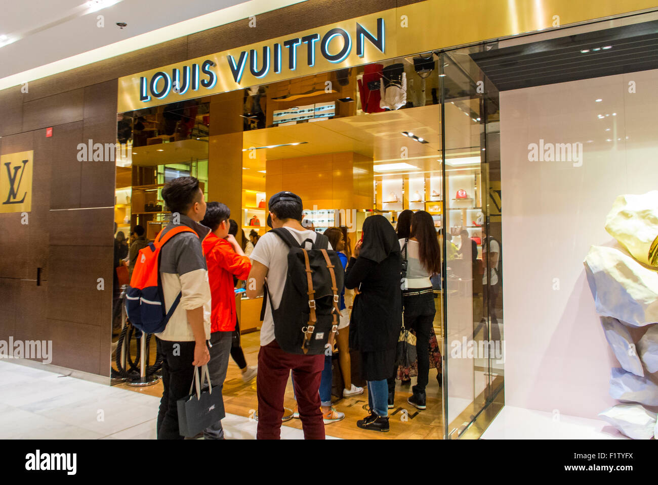 2019 year style- Luxury stocks look up to LVMH: the French group sets an upbeat tone for the industry