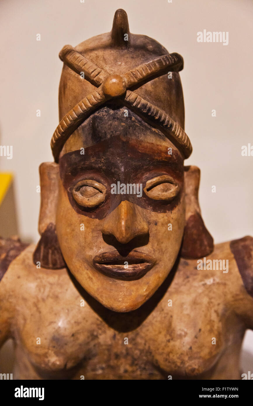 ZAPOTEC FIGURE in the CULTURAL MUSEUM OF OAXACA or Museo de las Culturas de Oaxaca - MEXICO Stock Photo