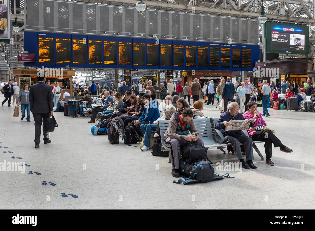 Main platform concourse of Glasgow Central Railway station, Glasgow, Scotland, UK - Stock Image